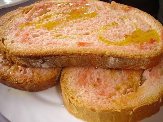 5 moments en els que fotre un pa amb tomàquet és imprescindible