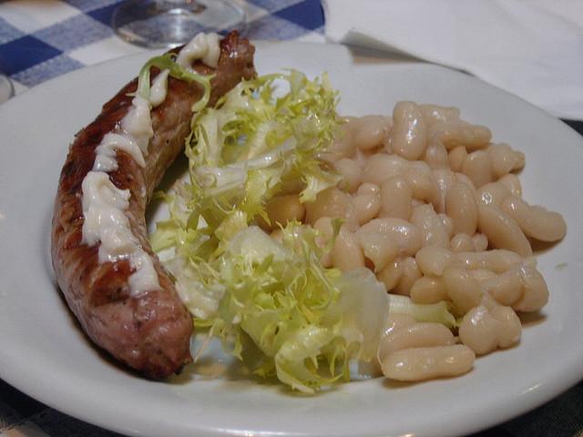 El puto plat català per excel·lència: botifarra amb seques